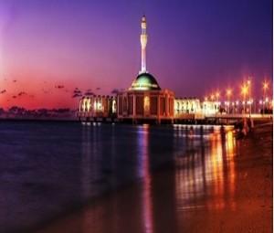 عکس های دیدنی از مسجد شناور در ساحل دریا|www.rahafun.com