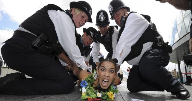 اقدام ضد اسلامی زنان برهنه در المپیک لندن|www.rahafun.com|