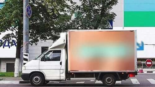 عکس زننده زن روی کامیون که باعث تصادف زنجیره ای شد