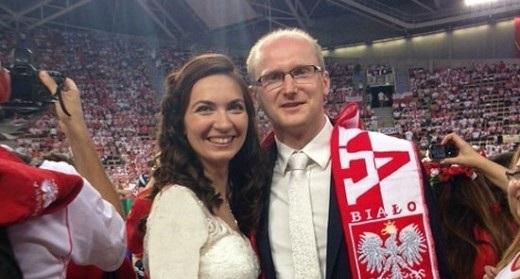 مراسم عروسی در مسابقه والیبال ایران و لهستان