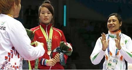 اعتراض بوکسور زن هندی به ناداوری در مسابقات آسیایی اینچئون