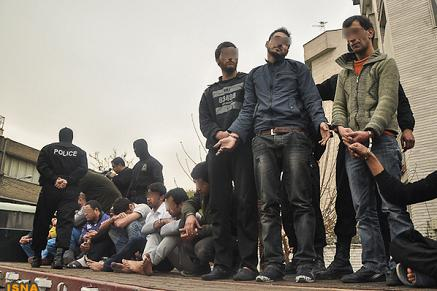 عکس دستگیری اراذل و اوباش