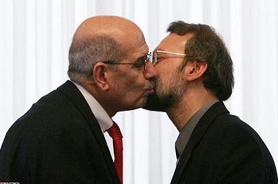 انتشار عکس فتوشاپی احمدی نژاد و مادر هوگوچاوز