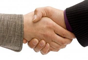 حکم دست دادن با زن نامحرم چیست؟