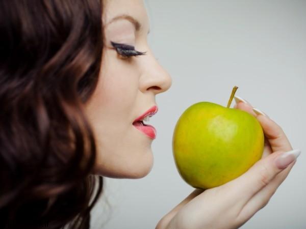خوردن سیب در زنان باعث افزایش میل جنسی می شود