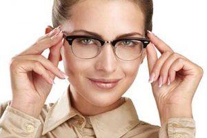 خانم های عینکی چگونه چشم های خود را آرایش کنند