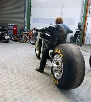 عکس بزرگترین موتور سیکلت جهان