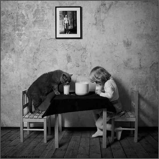 تصاویر جالب دوستی این دختر با گربه اش