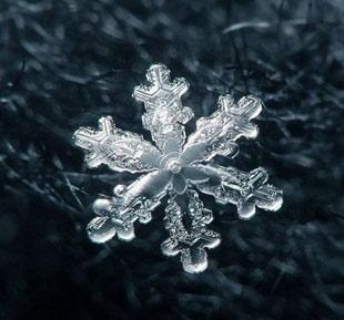 چگونگی تشکیل دانه های برف به صورت شش وجهی
