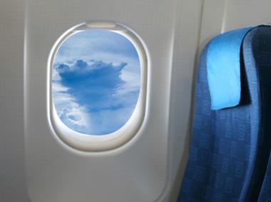 چرا پنجره های هواپیما را دایره میسازند؟