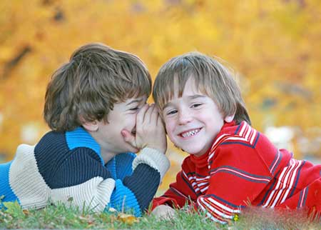 چگونه به کودک خود مهارت دوست یابی را یاد دهیم؟
