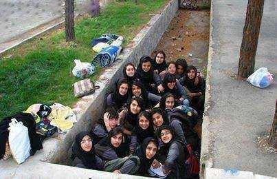 عکس دختران داخل جوی آب