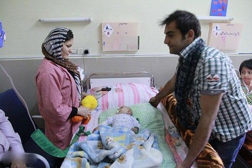 عکس حامد کمیلی در حال عیادت بیماران سرطاتی,عکس بازیگران