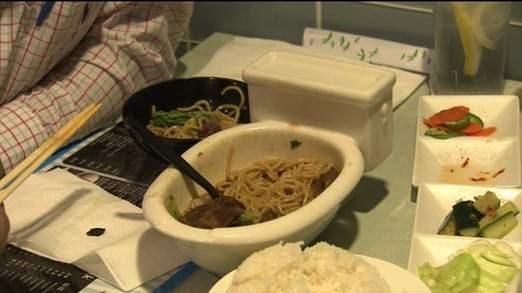 عکس رستوران به شکل توالت فرنگی