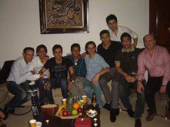 عکس برهانی و گل محمدی و بساط قلیان