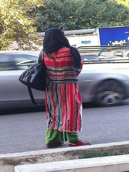 این دختره الان مانتو پوشیده یا لنگ انداخته؟ عکس