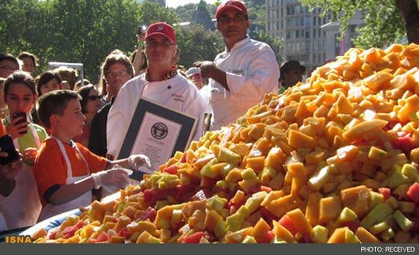 بزرگترین سالاد میوه جهان!|Www.Rahafun.Com|