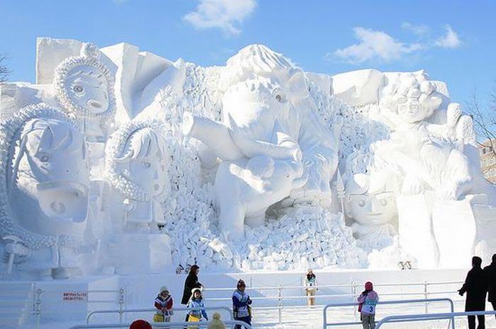 مجسمه های ساخته شده از برف و یخ