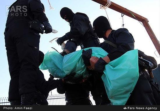 عکس صحنه های اعدام کردن دو متجاوز به عنف