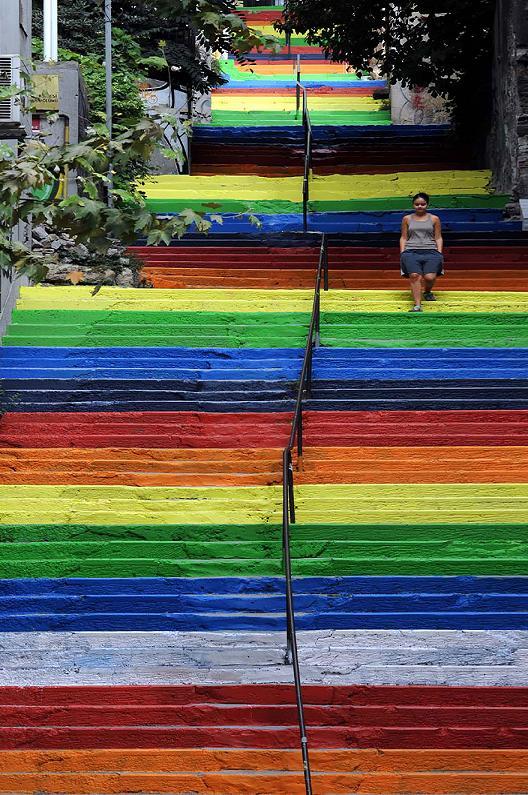 www.rahafun.com-creative-stairs-street-art- (13)