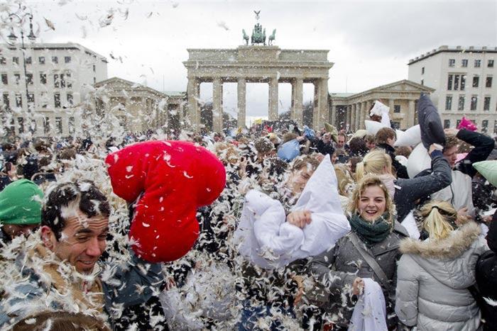 فستیوال جنگ بالشی در دنیا