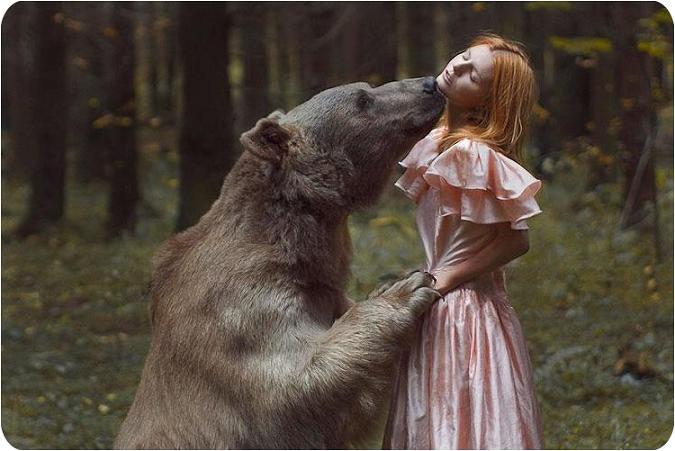 عکس های خیره کننده انسان با حیوانات