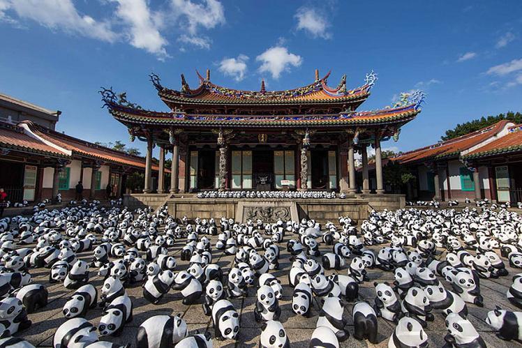 www.rahafun.com-paper-mache-panda-tour-paulo-grangeon-11 (2)