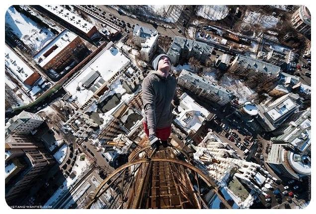 عکسهای جالب آویزان شدن از ساختمان ها