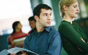 چه چیزهایی را نباید هیچگاه از نامزدتان مخفی کنید